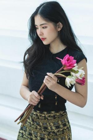 กำลังดังในพม่า สาวเมียนม่ากับแฟน - Cover