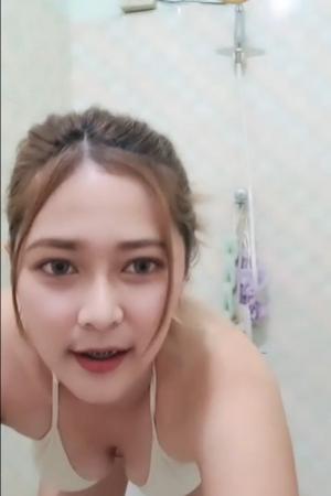 มาอาบน้ำ อยู่บนเตียง กะ น้องมะนาว