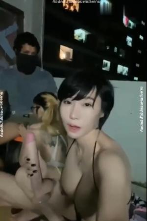 สาวไทย ไลฟ์สดบนดาษฟ้า - Cover